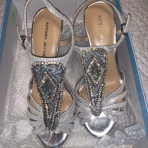 **NEW** Antonio Melani Nadelle heels